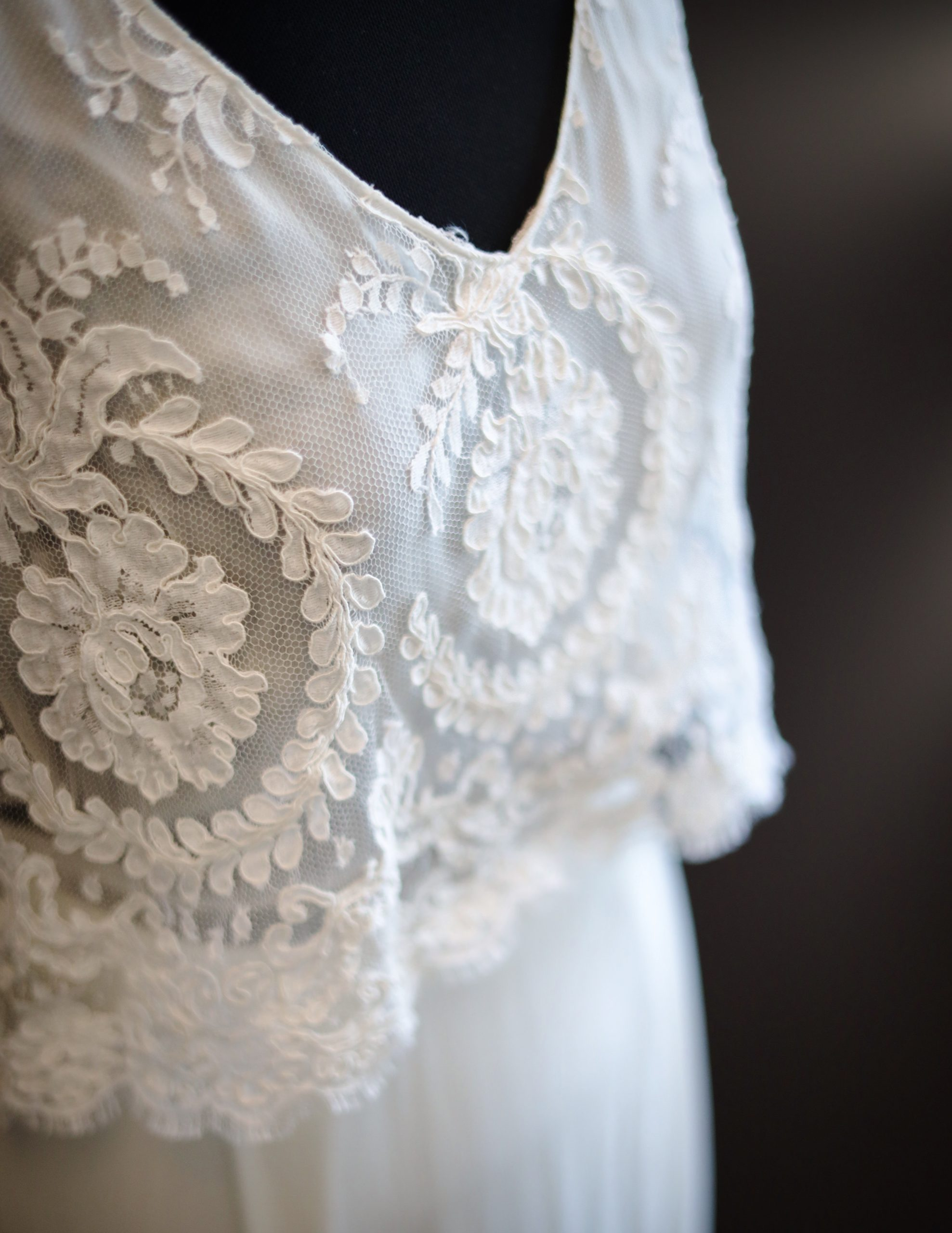 Boho Brautkleid mit feiner Spitze und Seidenrock_Laure De Sagazan