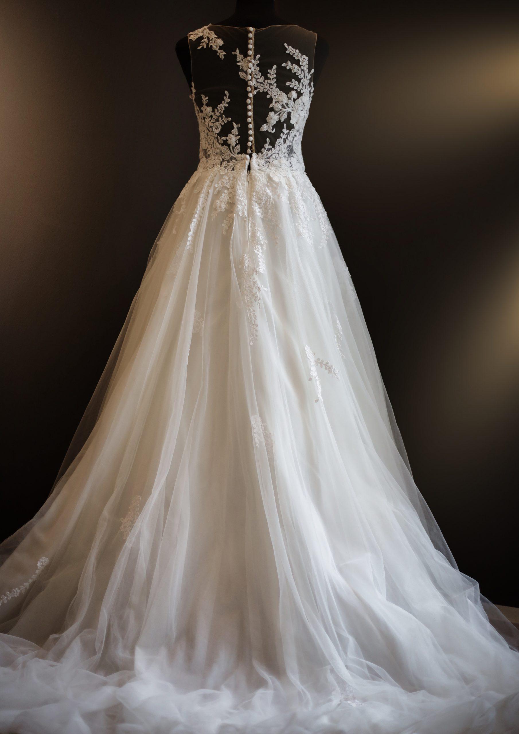 Klassisches Brautkleid mit Tattoo Spitze