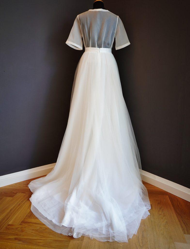 Große Auswahl an Second Hand Brautkleidern im Bridal Stduio hugs & kisses in München, moderen Brautkleider, Tüllrock mit Love T-Shirt